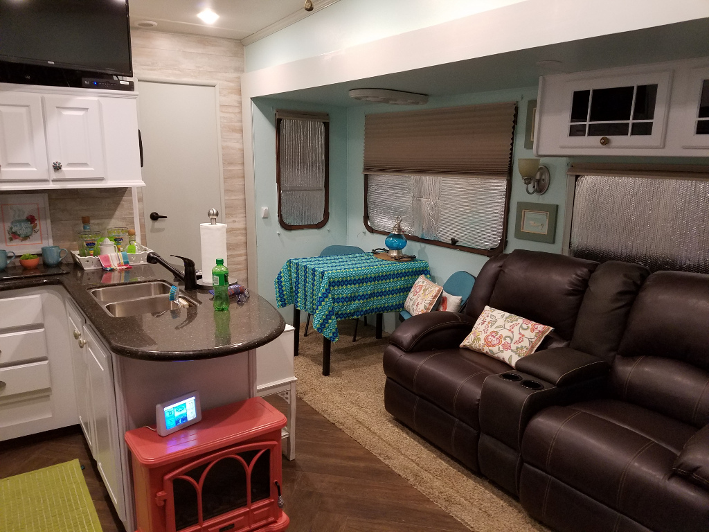 Rv net open roads forum travel trailers dinette booth replacement for Living rooms bedrooms dinettes